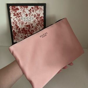 Gucci bloom zipper pouch